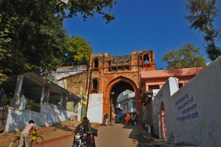 Most of Mandsaur still lives within the walls. This is one of the gates into the city.