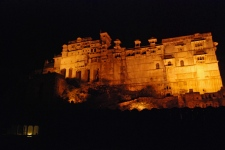 One of the best way to spend an evening in Bundi is to stare at the illuminated fortress from one of the rooftop cafes