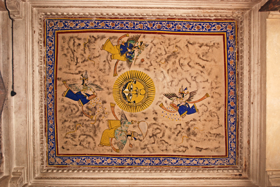 Painting on the ceiling of Hathi Pol. The sun is indicative of the fact that the Hada Rajputs who ruled over Bundi were Suryavanshis; i.e descended from the Sun