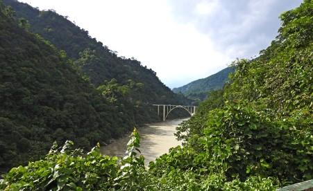 First view of the bridge, still a few kms away