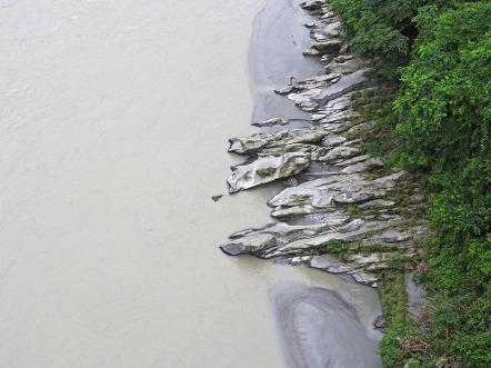 Rocks dip their toes in the Teesta