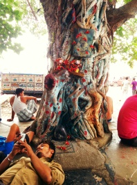 Labourers rest awhile post lunch: Bara Bazaar, Kolkata